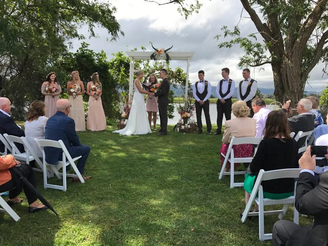 Marriage Celebrant Vicki Lever couple Brendon & Lindsay